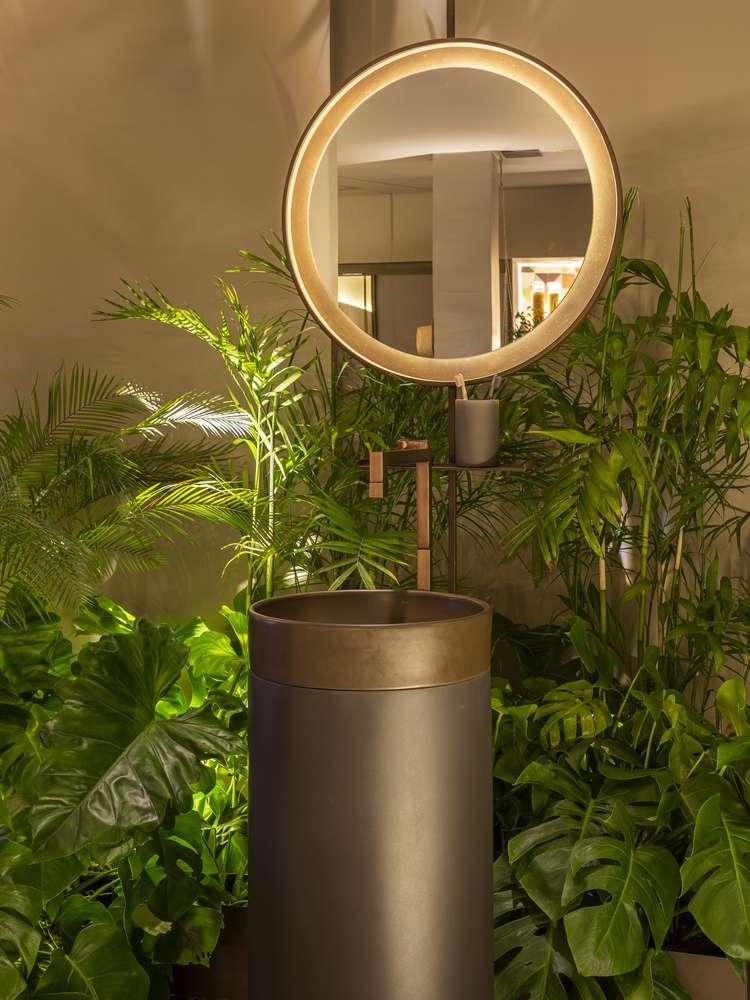 Chậu rửa và gương mang đến hình dạng độc đáo