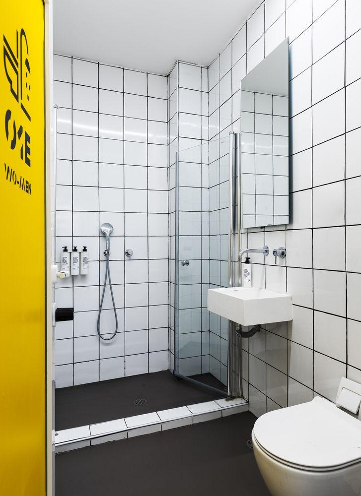 Phòng tắm thiết kế cho 2 - 3 phòng dùng chung