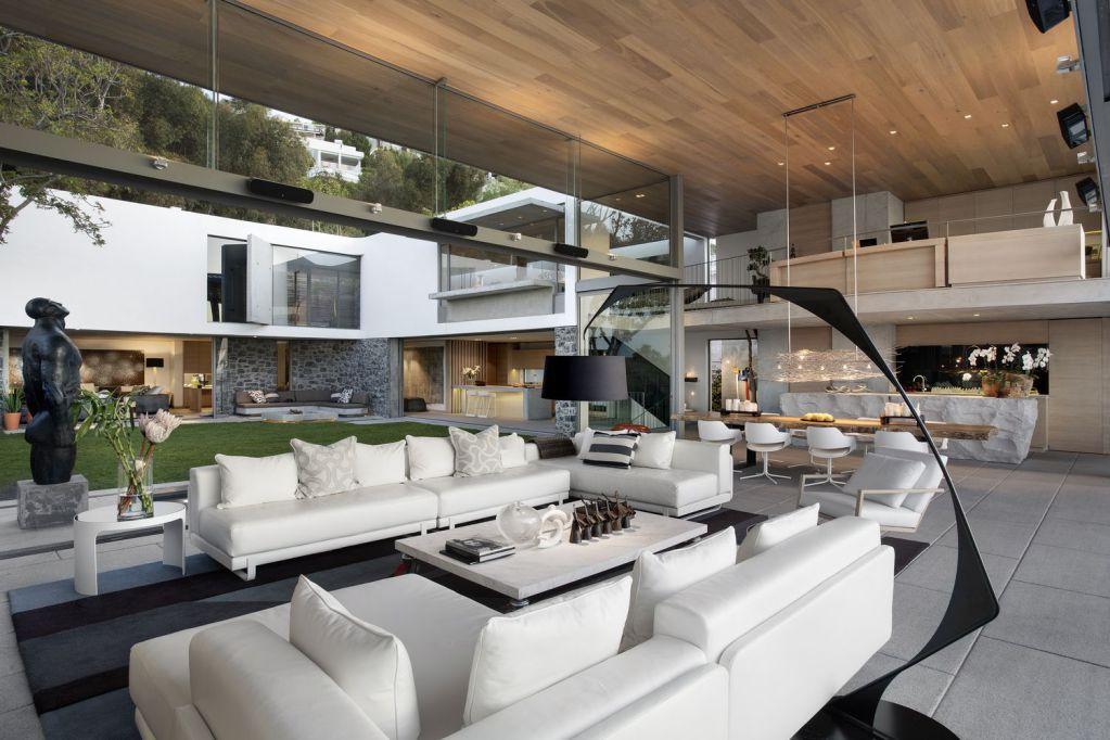 Thiết kế chính của tầng trệt là tập trung vào phòng khách